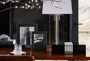 שולחן עבודה מעץ, מנורת שולחן