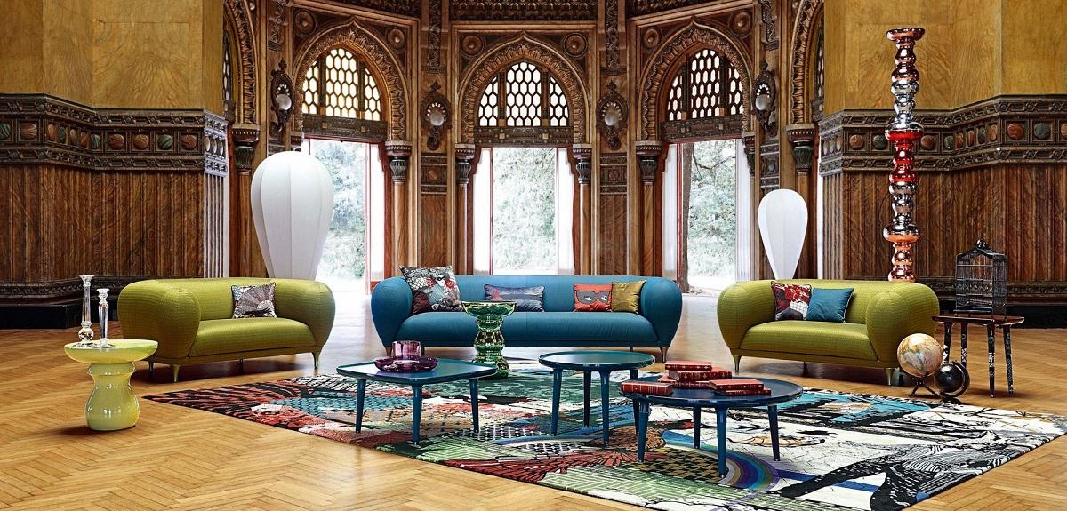 סלון יוקרתי: שתי ספות Montgolfiere בצבע ירוק וספת ספה יוקרתית Montgolfiere בצבע תורכיז, שטיח יוקרתי וסט שולחנות קפה יוקרתיים