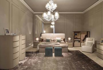 מיטה זוגית, כורסאה, שני פופים, מנורת תקרה, שטיח ושתי שידות יוקרתיות