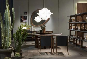 פינת אוכל יוקרתית: שטיח יוקרתי, מזנון ארוך, שתי מראות קיר ענקיות, שתי מנורות תקרה, שולחן עגול לפינת אוכל ושישה כיסאות מעוצבים